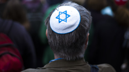'Gas the Jews': Teens yell anti-Semitic abuse at boys on bus