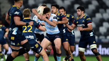 Josh Ioane of the Highlanders attempts to dislodge the ball from Mark Nawaqanitawase's grasp.