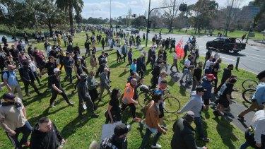 Anti-lockdown protestors at Albert Park on Saturday.