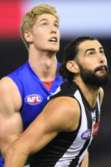A tall story: Bulldog Tim English and Magpie Brodie Grundy.