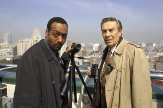 Jesse L. Martin as Det. Ed Green and Jerry Orbach as Det. Lennie Briscoe in Law & Order.