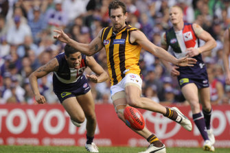 Luke Hodge in action against Fremantle in a qualifying final in 2010. The Hawks rebounded from 1-5 that season to make the eight.