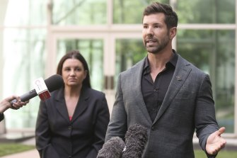 Senator Jacqui Lambie and former Special Forces commander Heston Russell both want a royal commission on veteran suicides.