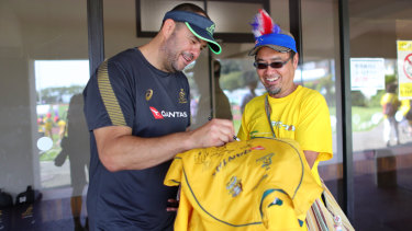 Michael Cheika meets a fan at Odawara Stadium on Wednesday.