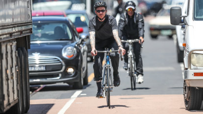 One-metre rule: RACV pushes for new laws to keep cyclists safe
