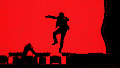 'None of us is an island' says Bono as U2 launches Australian tour