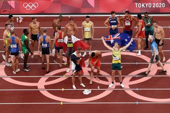 Говорят, что золотая медаль AOC для Токио была около 10.