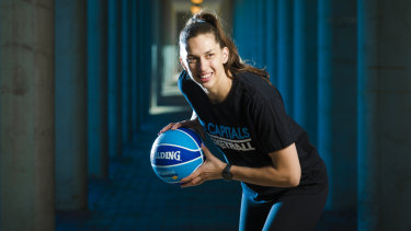 Marianna Tolo has signed with the Canberra Capitals.