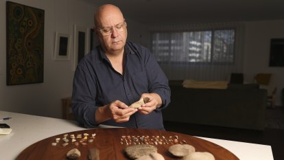 'This headdress is telling me it needs to go home': Ancient artefacts returned to Australia