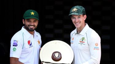 Pakistan captain Azhar Ali and Australia skipper Tim Paine pose with the series prize.