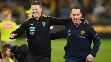Damien Hardwick and Alastair Clarkson arm-in-arm before the 2018 qualifying final between the Tigers and the Hawks.