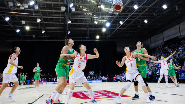 Shooting for the stars: Australia's Cayla George (left), and Rebecca Allen in action for the Opals against China in September, 2019.