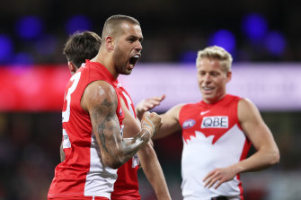 Lance Franklin celebrates with his teammates.