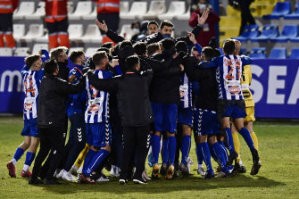 Alcoyano celebrate a famous victory.