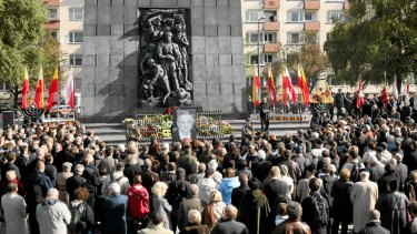 Mourners gather in front of Edelman's coffin at the Monument to the Ghetto Heroes in Warsaw on October 9, 2009.