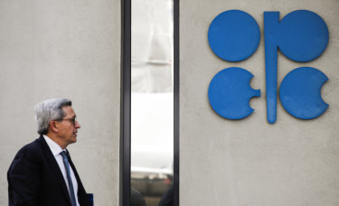Analysts expect OPEC to continue cutting production, keeping oil market supplies balanced at current levels.