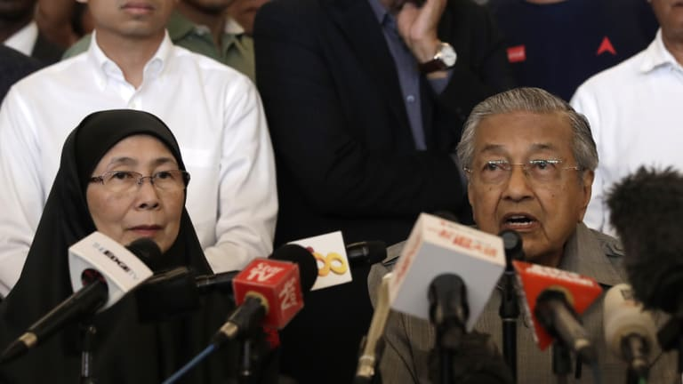 Mahathir Mohamad, with Justice Party president Wan Azizah, calls for the right to form government.