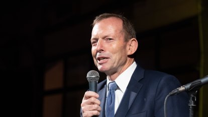 'Almost a religious aspect': Tony Abbott downplays link between bushfires and climate change