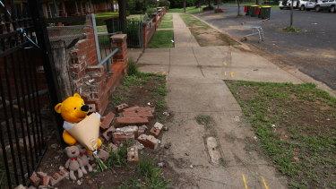 Jalan di mana dua anak laki-laki tewas oleh kendaraan yang tidak terkendali pada hari Selasa.