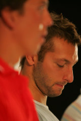 Ian Thorpe listens while his replacement Craig Stevens speaks on March 7, 2006