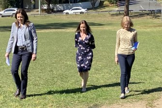 remier Annastacia Palaszczuk, Health Minister Yvette D'Ath and Chief Health Officer Dr Jeannette Young arrive at Saturday's media conference.