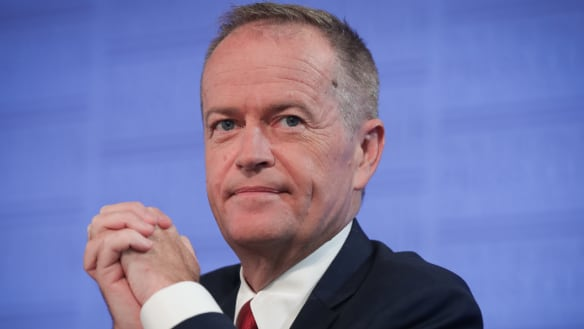 Shorten says trust in politics 'at a low point', urges PM to back corruption watchdog