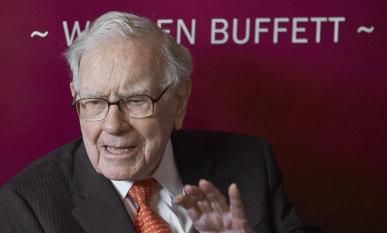Warren Buffett's fortune tops $US100 billion as his stock soars