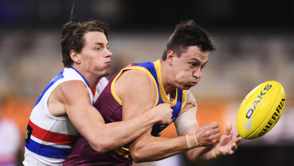 As it happened: Brisbane Lions ease past Western Bulldogs, Port Adelaide Power win classic against Richmond Tigers