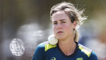 Ellyse Perry makes her return from injury for the Sydney Sixers on Sunday.