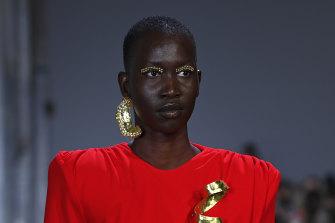 Models at Mariam Seddiq wore one earring.