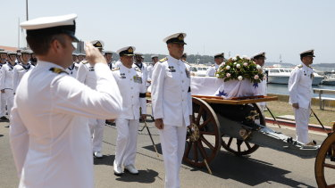 The coffin of Vice-Admiral David Leach placed on the gun carriage.