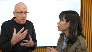 Australian author Morris Gleitzman takes question from Rebeca, mother of an 8-year-old son at Beijing Happy Space on March 22