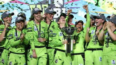 The Sydney Thunder celebrate the 2020 WBBL title.