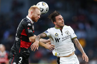 Ziggy Gordon battles with Matt Derbyshire.