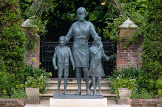 The new statue of Princess Diana was commissioned in 2017 to mark the 20th anniversary of her death.