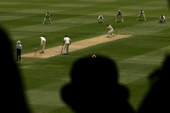 The start of the 2005 Boxing Day Test was delayed by an hour.