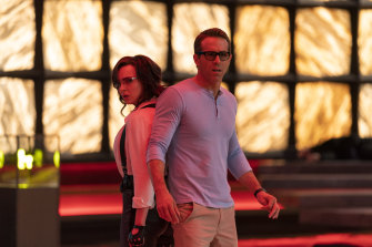 Jodie Comer, left, and Ryan Reynolds in Free Guy.