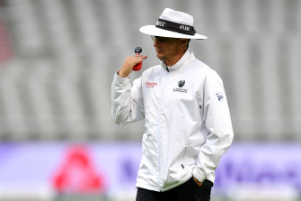 Umpire Richard Kettleborough calls off play due to bad light in the first Test between England and Pakistan.
