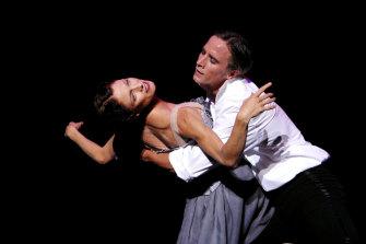 Kip Gamblin and Linda Ridgway in Graeme Murphy's Tivoli in 2003.