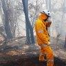 As bushfires rage, Queensland border towns fear night ahead