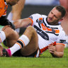 Fears for Farah's knee as Momirovski misses conversion in Dogs defeat