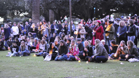 Hundreds of Perth mourners gather to pay tribute to Eurydice Dixon