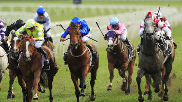 Classique Legend unleashes down the outside to win The Shorts.