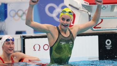 Kaylee McKeown celebrates after winning gold in the 200m backstroke final.