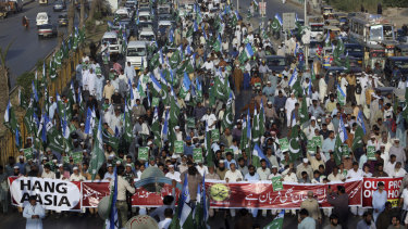 Supporters of Jamaat-i-Islami, a Pakistani Islamist party, participate in a rally in November to condemn the decision that acquitted Asia Bibi.