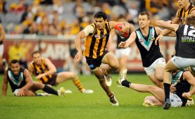 Cyril Rioli gets by Port players.