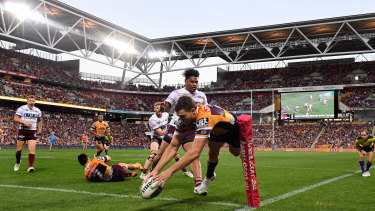 Corey Oates scores at a packed out Suncorp Stadium.