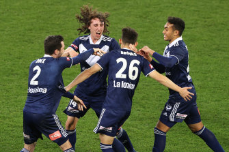 Melbourne Victory's Lleyton Brooks (centre) scores late in a thrilling finish.
