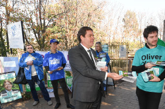 Kooyong independent Oliver Yates on the campaign trail