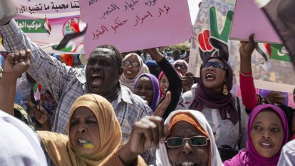 'Facing a massacre': Forces muscle into Sudanese protest camp
